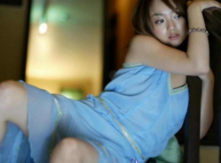 日本裸体写真第一页_童星为转型拍全裸写真 观众跌破眼镜(组图)