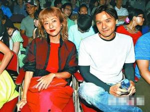 徐濠萦前晚和冯德伦一起看陈奕迅表演。