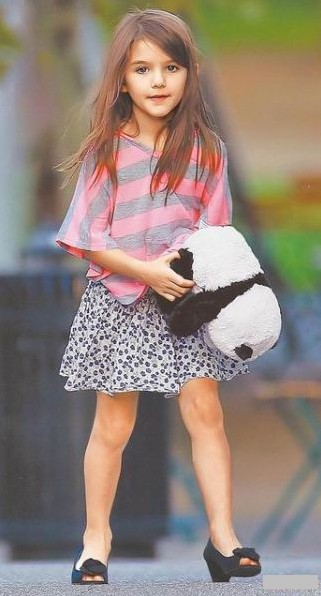 阿汤哥的小苏瑞_阿汤哥女儿苏瑞3岁穿跟鞋 带动女童高跟鞋热潮-搜狐娱乐