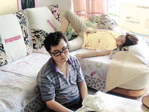 女童 涞源 女儿 奸杀 副校长 追踪 被免职 疑遭//得知女儿遇害后,小陈硕的父母几天来水米未进。