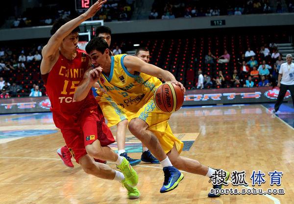 中国VS哈萨克斯坦 周鹏防守