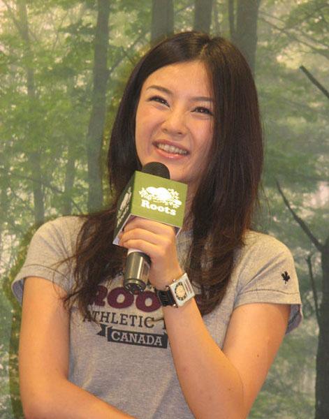 刘孜与赵薇是电影学院的研究生同学,二人都选择了在毕业事业稳定