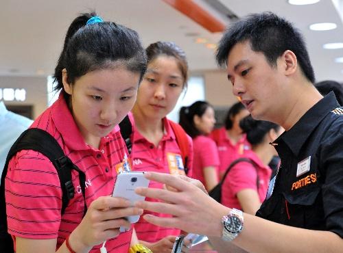 图文:中国女排队员香港购物沈静思选手机-搜狐