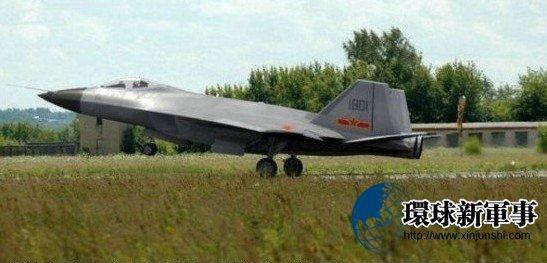 网传中国歼-18红鹰战机在秘密军事基地试飞(组