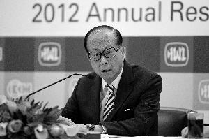 """早在今年3月份举行的长和系年度业绩发布会上,李嘉诚在谈及香港营商环境的变化时,就曾透露出""""重心西移""""的心声。CFP/供图"""