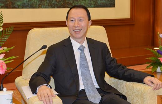 中新网8月8日电据中国侨联网消息,8月6日,中国侨联副主席董中原在北京人民大会堂会见了以胡士云为团长的西日本新华侨华人联合会访问团。