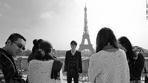 中国游客在巴黎旅游