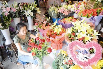 """""""七夕""""临近 省城鲜花市场玫瑰销售将迎高峰"""