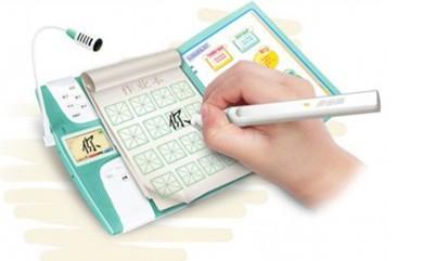 赛中,很多孩子的笔顺笔画问题便被揪了出来,虽然字都会写,但是能