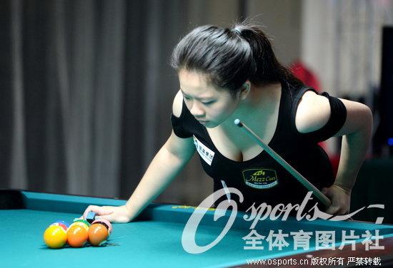 人民网8月9日电 2013年世界女子9球锦标赛正赛首日,9球天后潘晓婷