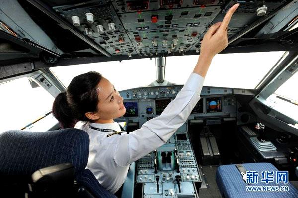 机长起飞前最忙活