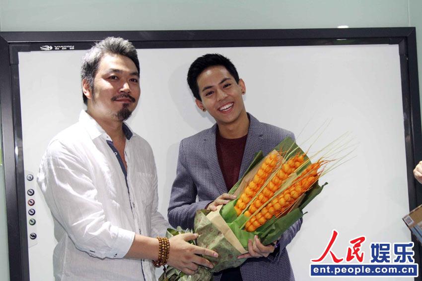 泰国偶像歌手Pchy签售 与粉丝亲密互动人气旺