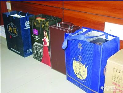 江苏一局长办公室存名酒 称八项规定前购买图