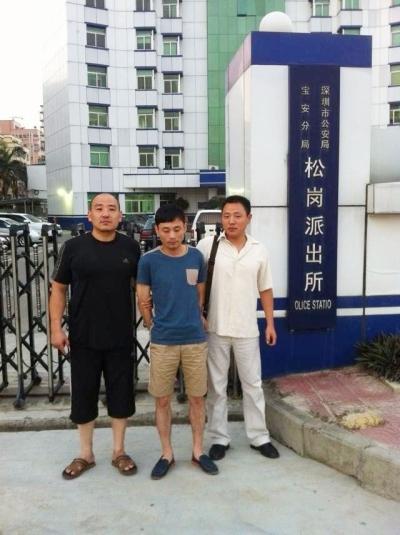 犯罪嫌疑人中被抓获警方供图