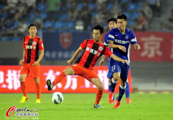 中超图:舜天0-2人和 杨昊奋力争抢拦截
