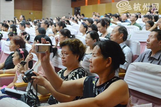 杭州市民合唱团合唱《水母鸡》指挥:赵彬