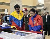 委内瑞拉总统称常睡在查韦斯陵墓中自省(图)