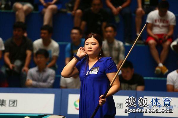 图文:刘莎莎止步世锦赛四强 林沅君整理头发