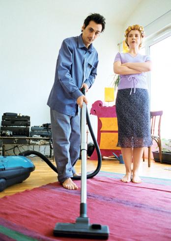 三、危险用品:家用电器外壳、地毯、涂料、沙发坐垫填充物等。