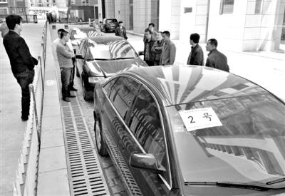 地市级副职1年职政消费超佰万:到微少配3辆车