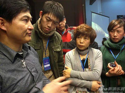 本站记者再一次走进哈尔滨纹身第一人赵先生的工作室