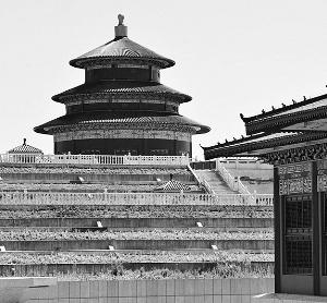"""据新华社电(记者 冯国栋)武汉市新洲区一处正在修建的墓地日前被曝光。墓地雕梁画栋、红砖绿瓦,外观""""山寨""""了北京天坛、应县木塔和南海观音等景点。陵园回应称,想让百姓享受到""""皇家""""礼仪。"""