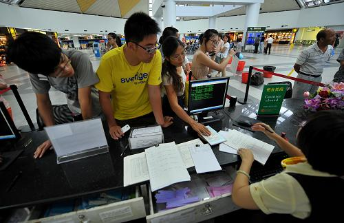 台风致海口美兰机场取消航班35架次