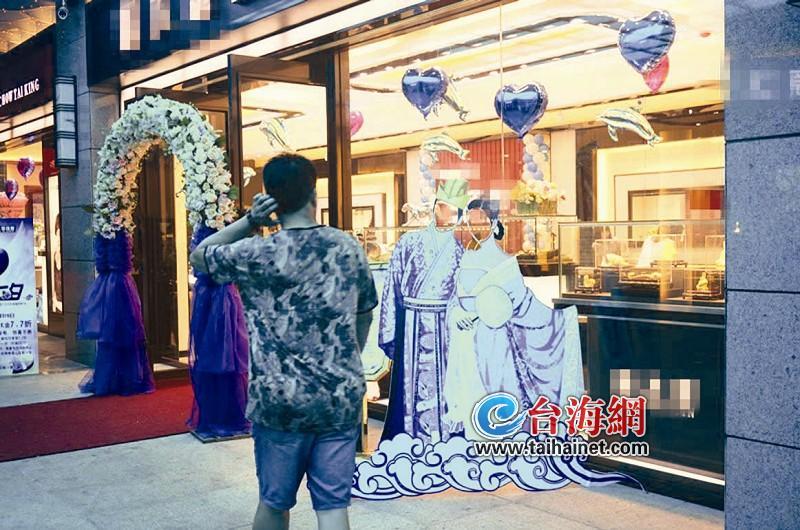 七夕114对新人领结婚证