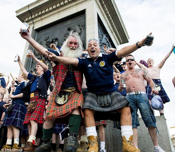勇敢的心 苏格兰裙子男攻陷英伦 露屁股辱对手