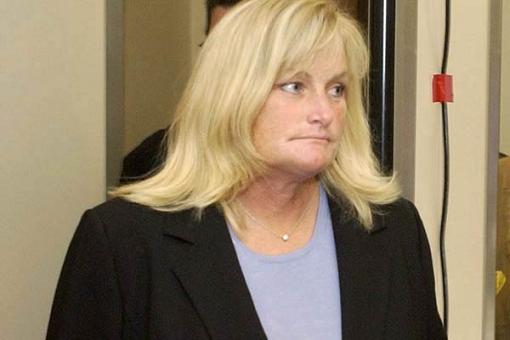 """迈克尔-杰克逊前妻法庭痛斥过失""""杀人医生""""。"""