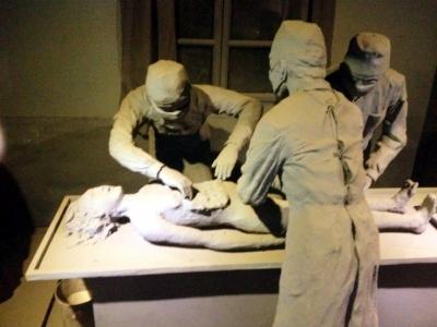 美体日�_侵华日军731部队遗址内,还原日军人体解剖场景.