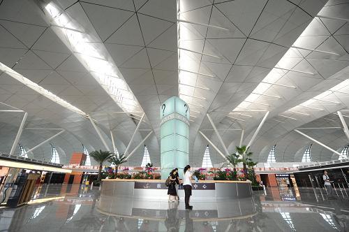 这是沈阳桃仙国际机场T3航站楼内景(8月15日摄)。新华社记者 潘昱龙 摄