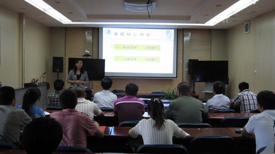 """8月15日下午,青海省青年创业园举办""""对企业领导人管理技能提升""""培训。(摄影:李娜)"""