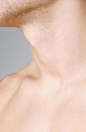 男脖子上纹什么好看-男士颈部皱纹的三大成因图片