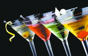 鸡尾酒背后的暴利链条:利润700%中档酒吧半年回本