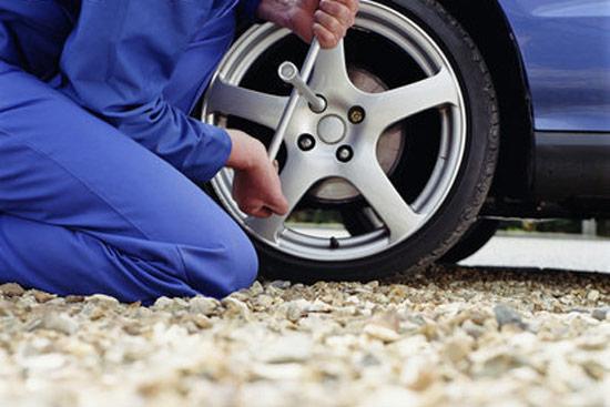 济南/夏季高温预防轮胎爆胎关键时刻能救一命