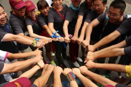徒步进程中团队充分发挥协作的力量图片