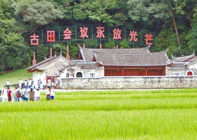 ...部旧址—粤东会馆.   图:百色起义纪念公园中轴线景观.