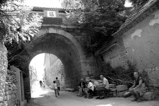 石拱门和三义阁