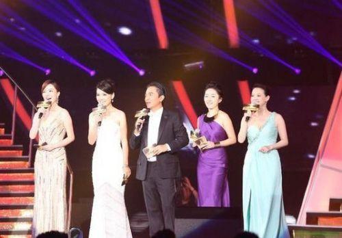 亚洲偶像剧盛典_原本在七夕晚播出的《亚洲偶像盛典》被要求调整播出计划