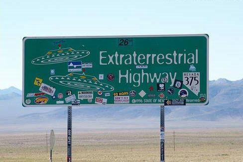 """资料图:据说375号公路是美国目击UFO最频繁的地方,所以当地人给375号公路起个外号:""""外星人公路""""。"""