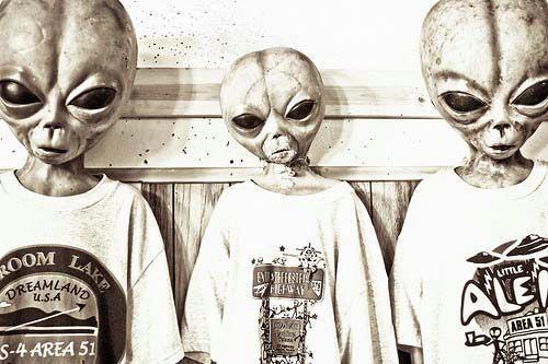 资料图:穿着T-shirt的外星人。
