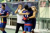 中超图:申花1-0中能 队友拥抱莫雷诺