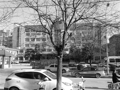民警摔婴被控制 女婴来京检查