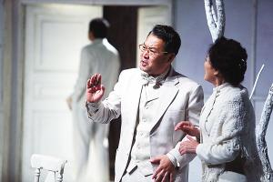 王晓鹰/昨晚,由国家话剧院出品、王晓鹰导演的经典话剧《哥本哈根》在...