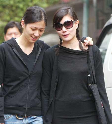 2008年台湾大选,马唯中、马元中一起搭乘华航返台,要把宝贵的一票投给父亲。