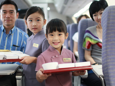 小空姐的家长也参与体验