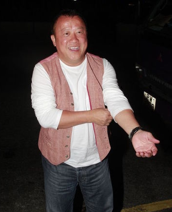杨幂 曾志伟/娱乐圈中的老大哥曾志伟举办了59岁生日派对,更以校服为派对的...