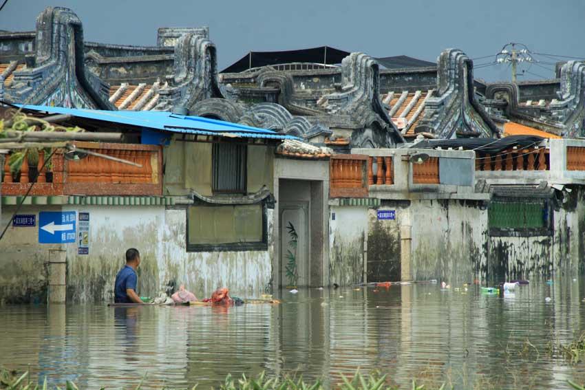 8月20日,廣東汕頭潮南區部分城區仍被洪水淹沒.新華社發姚軍