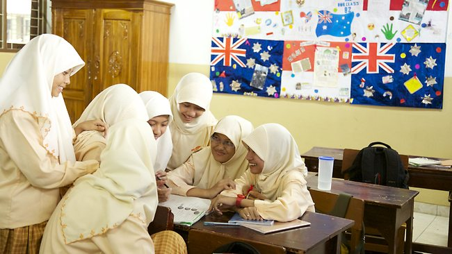 处女 女学生/图说:印尼女学生(资料图)...